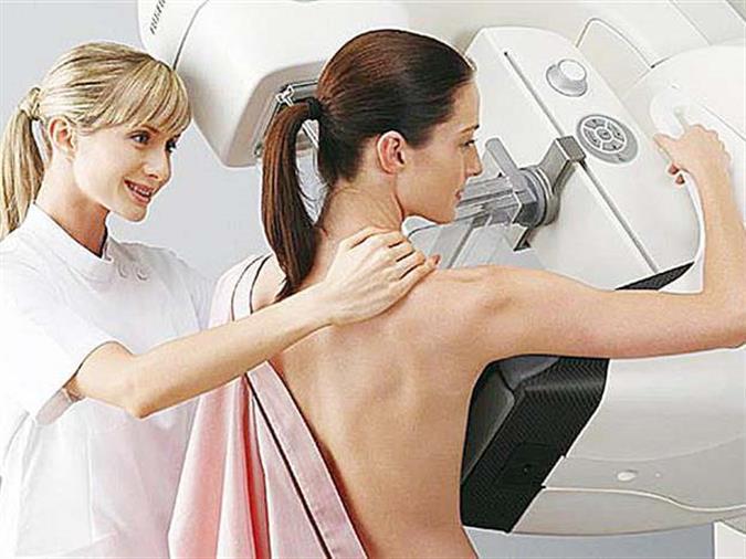 Врачи рекомендуют женщинам ежегодно посещать маммолога и делать УЗИ молочной железы