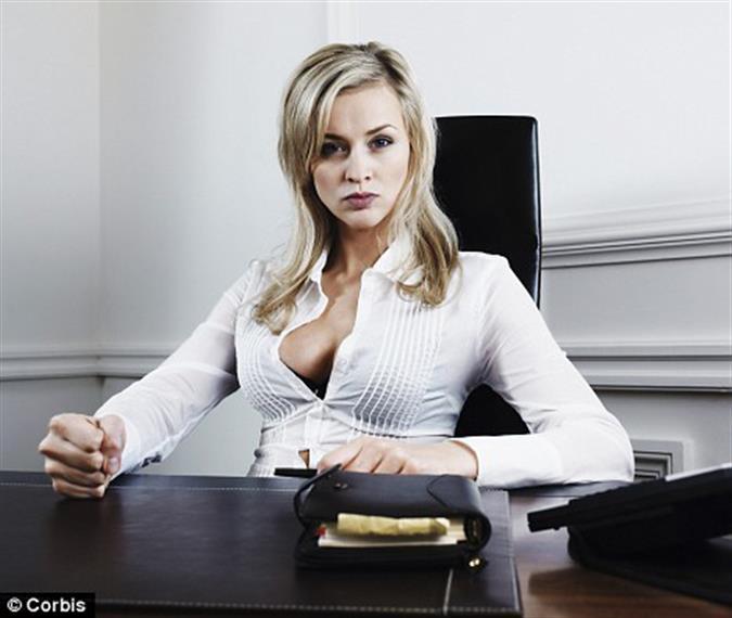 211Грудастая секретарша отдалась в офисе на столе