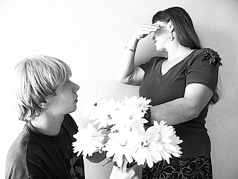 Девушки смотреть молодой парень и зрелая жена короткие
