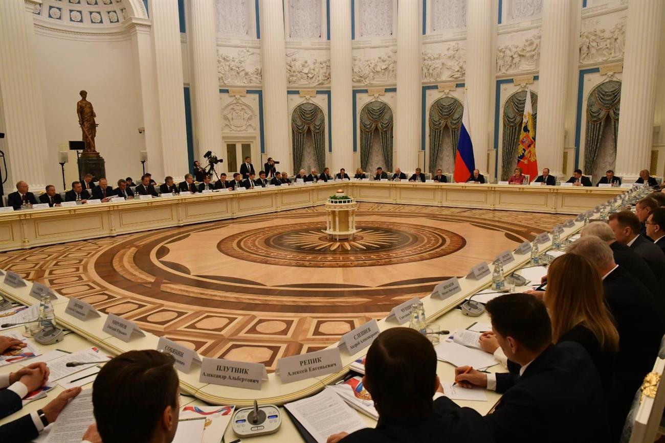 """Дмитрий Азаров: """"Регион находится на высоком уровне по исполнению нацпроектов"""""""