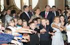 Владимир и Татьяна Артяковы поздравили детей с Новым годом