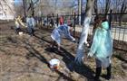 Учащиеся школы №121 привели двор в порядок