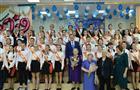 Дмитрий Азаров поздравил выпускников с окончанием школы
