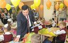 Первый урок ученикам школы №3 Промышленного района дал Александр Хинштейн
