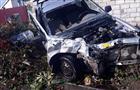 Водитель Lada Largus врезался в другой автомобиль и гараж в Тольятти