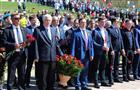 Депутаты Думы Тольятти возложили цветы кобелиску Славы вПортпосёлке