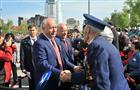 Губернатор вместе с ветеранами и горожанами принимает участие в параде на площади им. Куйбышева