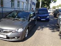 В Самаре на оживленной трассе в открытый колодец провалились две машины