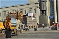 На площади Куйбышева па-де-де исполнили человек и экскаватор