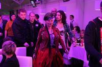Наргиз Закирова вышла на самарскую сцену в сопровождении конвоя