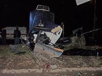 В Самаре Mercedes врезался в столб, двое погибли, одному из выживших оторвало ногу