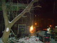 В центре Самары горел двухэтажный деревянный дом