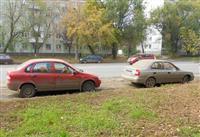 На ул. XXII Партсъезда неизвестные разрисовали припаркованные машины оранжевой краской