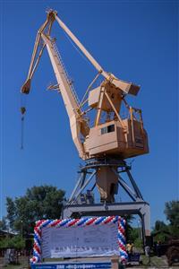 """Самарский завод """"Нефтефлот"""" спустил на воду новую сухогрузную баржу"""