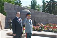 Владимир Артяков возложил цветы к Вечному огню