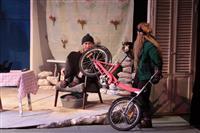 В тольяттинском драмтеатре поставили спектакль о сентиментальных террористах и черных котах