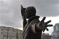 На Комсомольской площади установили скульптуру Юрия Деточкина