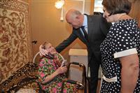 Губернатор встретился с ветеранами войны и труда в поселке Дубовый Умет