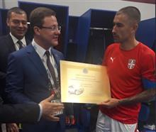 Дмитрий Азаров вручил Александару Коларову сертификат на Lada 4×4