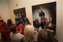 Не слишком удачная выставка, это еще не повод отказаться от фото на фоне экспонатов