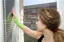 Ухаживаем за жалюзи и рулонными шторами