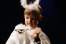 В спектакле «Театра без границ» принимали участие живые бабочки.