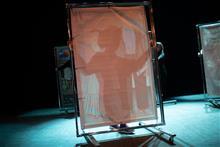Расстановка декораций к спектаклю про Фриду Кало.
