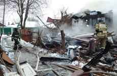 76 человек тушили загоревшийся частный дом в Октябрьском районе Самары