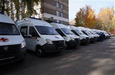 """Дмитрий Азаров передал медикам ключи от 20 новых машин """"скорой"""""""