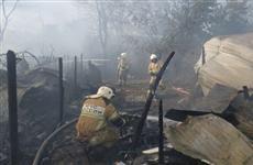 При крупном пожаре на волжском острове Поджабный в Самаре сгорело семь строений