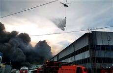 Пожар на ул. Профильной тушат с вертолета