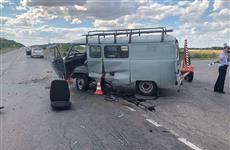 В Хворостянском районе водитель легковушки врезался в УАЗ, двое госпитализированы