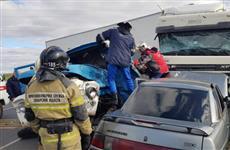 В Сызранском районе столкнулись три автомобиля, погиб человек