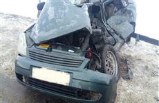 Водитель легковушки погиб после столкновения с грузовиком в Кинель-Черкасском районе