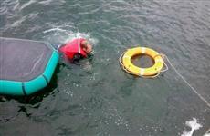 На Волге у Самары теплоход с баржами навалился на лодку с рыбаком