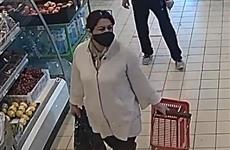 В Самаре ищут женщину, обокравшую продуктовый магазин