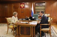 Дмитрий Азаров и Валентина Матвиенко обсудили вопросы социально-экономического развития региона