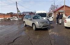 При столкновении иномарки и маршрутки в Ставропольском районе пострадали женщина и ребенок