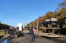 При столкновении кроссовера и автовоза в Исаклинском районе погибли два человека