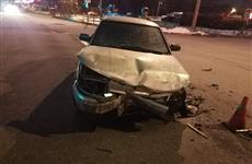 Две легковушки столкнулись из-за опасного маневра ЗиЛа с дорожным реагентом