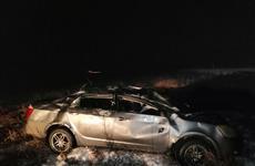 Под Сызранью погиб водитель опрокинувшейся в кювет легковушки и пострадал его пассажир