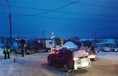 Неудачно повернувший в районе ГЭС тягач на несколько часов осложнил движение транспорта по М-5
