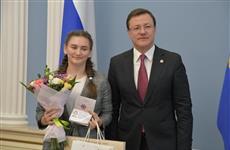 Дмитрий Азаров вручил паспорта юным самарцам в День Конституции