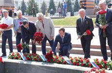 В День памяти и скорби Дмитрий Азаров возложил цветы к Вечному огню в Самаре