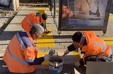 В Самаре у остановок на ул. Арцыбушевской укладывают новую тактильную плитку