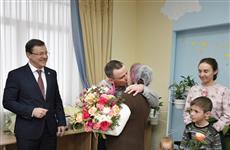 Дмитрий Азаров поздравил многодетные семьи с рождением малышей