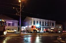 Пожарные тушат двухэтажный дом на ул. Фрунзе