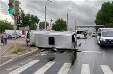 В Тольятти в ДТП перевернулся маршрутный Ford с 10 пассажирами