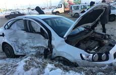 """Три человека пострадали в Тольятти при столкновении Chevrolet и """"четырнадцатой"""""""