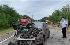 Три человека погибли при столкновении двух легковушек и грузовика в Самарской области